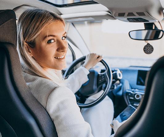 Работа девушка личный водитель работа в тюрьме для девушек вакансии